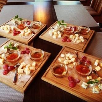 Асорті італійських сирів