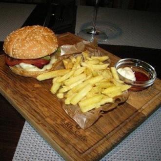 Бургер з рубленою телятиною